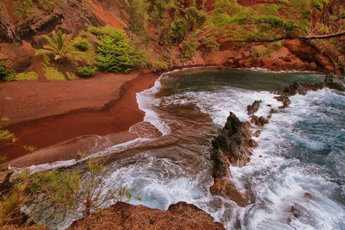red_sand_beach_maui_9