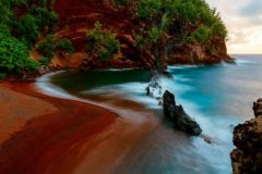 red_sand_beach_maui_35