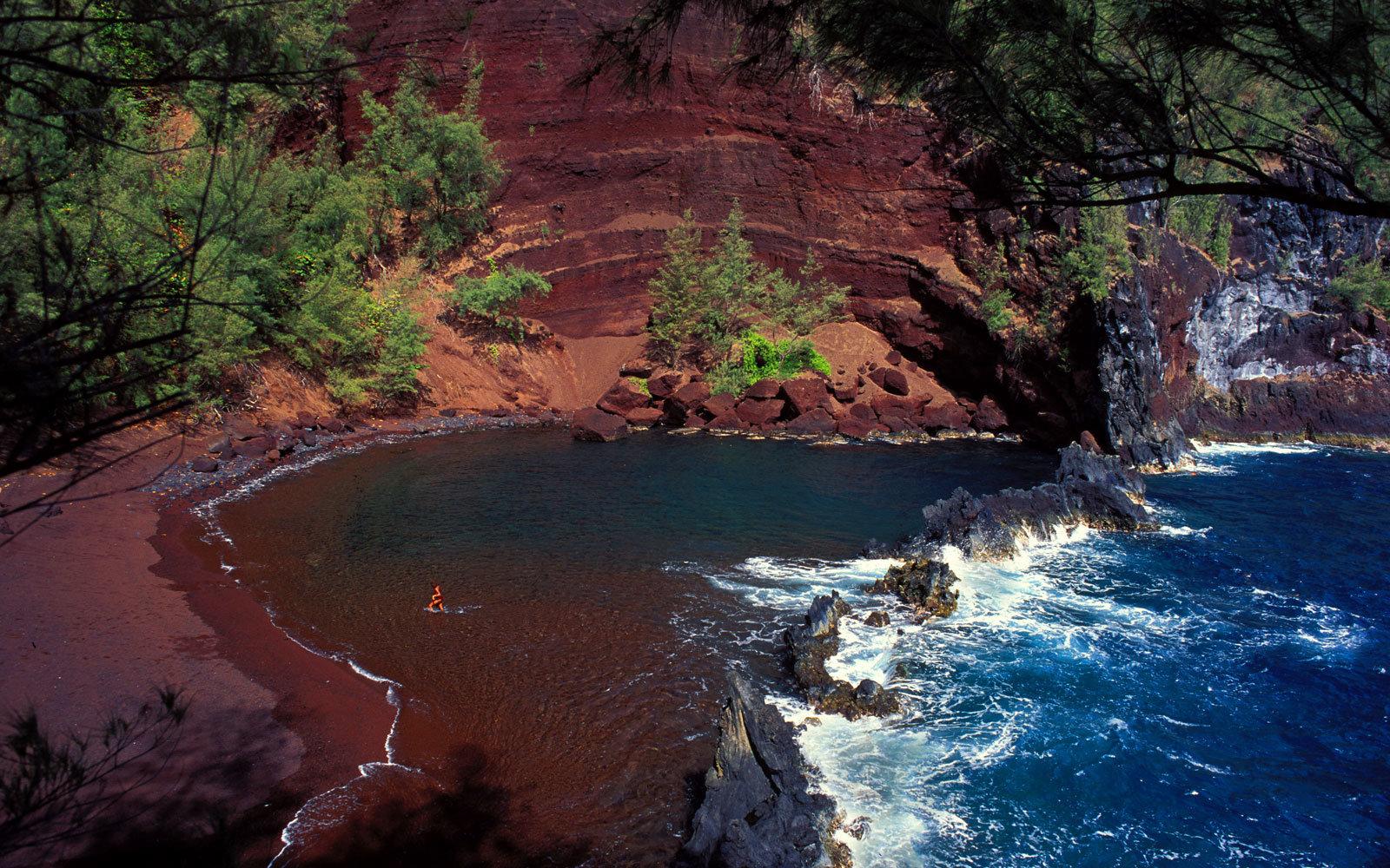 Red Sand Beach Maui 088